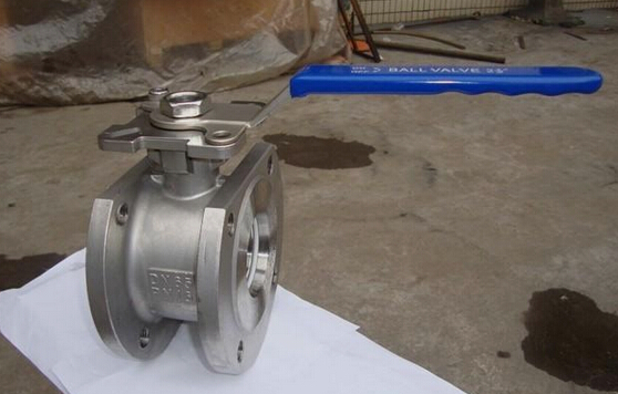 对夹式球阀是用双头螺栓将阀门连接在两管道法兰之间,法兰式球阀图片