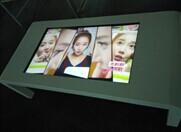 龙曼科技-广告机厂家生产的触摸茶几