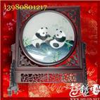紫檀弯竹蜀绣双熊猫精品  蜀绣大师作品