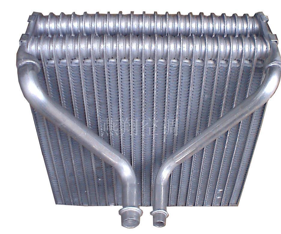 供应汽车空调配件帕萨特B5蒸发器高清图片