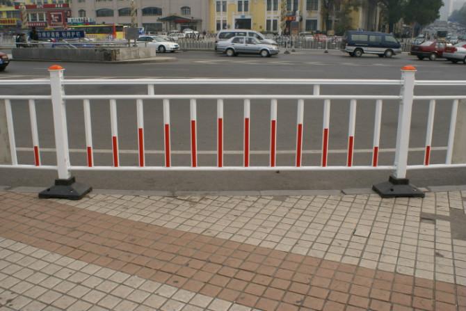 人行道隔离护栏 高清图片