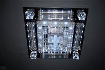 走廊头顶水晶灯